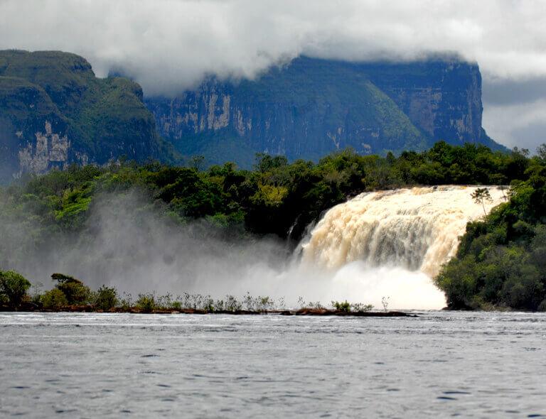 世界遺産  カナイマ湖 ウカイマの滝