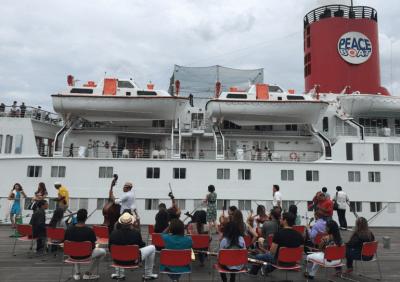 フランシスコ・デ・ミランダ交響楽団の団員25名がピースボートで来日の写真