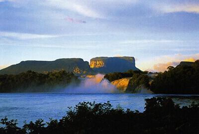 カナイマ国立公園アチャの滝