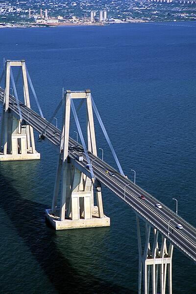 ラファエル・ウルダネタ橋