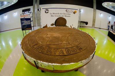 世界一大きいコインチョコレートがベネズエラで作られたことをご存知ですか?の写真