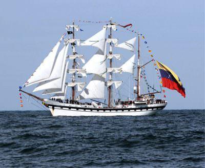 航海練習船「シモン・ボリバル」が世界一速い帆船2016として表彰されました。の写真