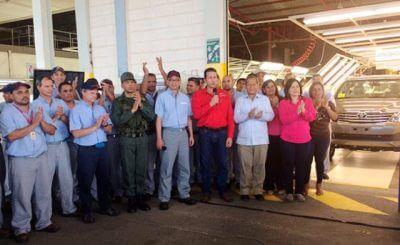 カルロス・ファリア経済担当副大統領、ベネズエラトヨタの工場を訪問の写真
