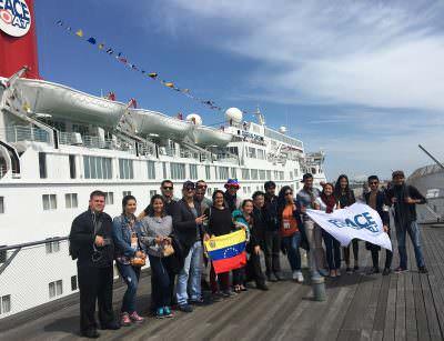ベネズエラの音楽家20名がピースボートで横浜を出航の写真