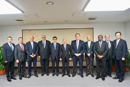 ラテンアメリカの大使らが河野太郎外務大臣と会見の写真